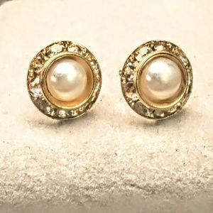 Jewelry - Pearl Halo with Yellow Gold Stud Earrings